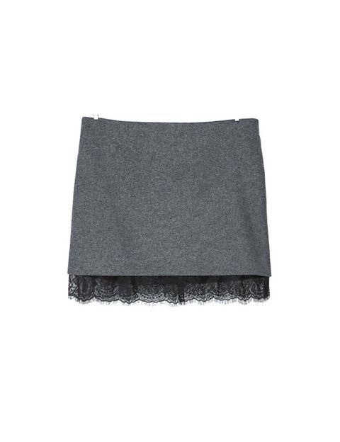 <p>Falda gris con puntilla lencera <strong>de Zara, 22,95 €</strong>.</p>