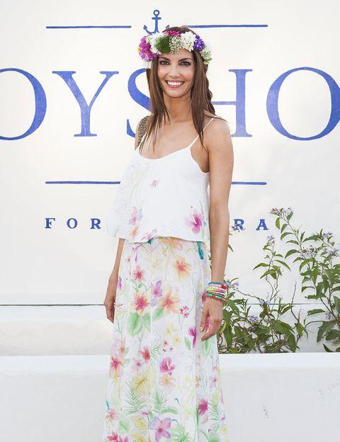 <p>Espectacular con vestido primavera verano de Oysho y corona de flores,<strong> Eugenia Silva</strong> fue la madrina de la inauguración de la tienda.</p>