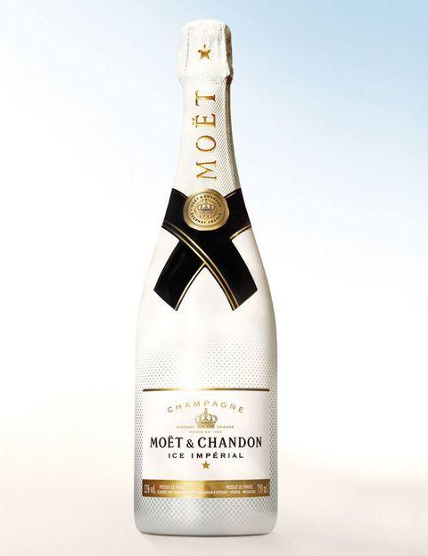 <p>Ice Imperial de Moët &amp; Chandon es el primer champán para tomar con hielo. En Bomec (San Joaquín, 8, Madrid) podrás disfrutarlo acompañado de frutas en una cama libanesa. </p>