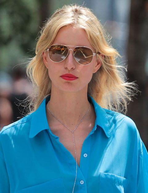 <p>La top&nbsp;<strong>Karolina Kurkova</strong> confía en un clásico entre los clásicos: unas gafas modelo aviador. Siempre funciona.&nbsp;</p>