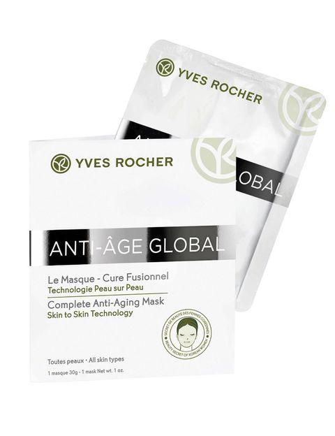 <p>Se acabaron las mascarillas en crema: aplicarlas en formato velo de celulosa permite un efecto más instantáneo, además de una manipulación más cómoda.</p><p>'Mascarilla Cura Tecnología anti-Age Global' (6,95 €/unidad), de <strong>Yves Rocher</strong>.</p>