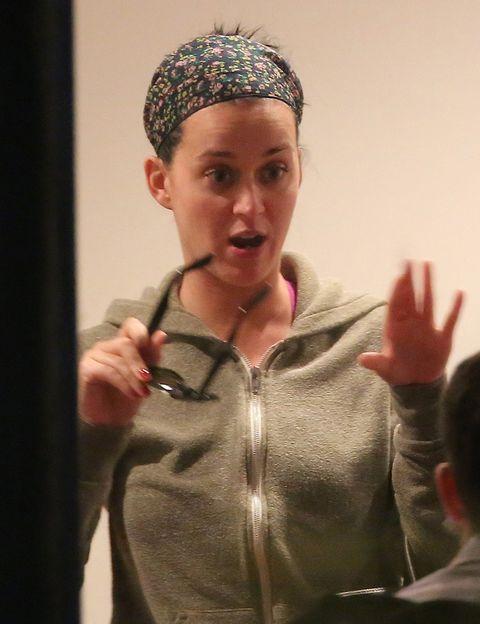 <p><strong>Katy Perry</strong> prescinde del look 'pin up' en sus estilismos de calle y opta por un estilo mucho más informal.</p>