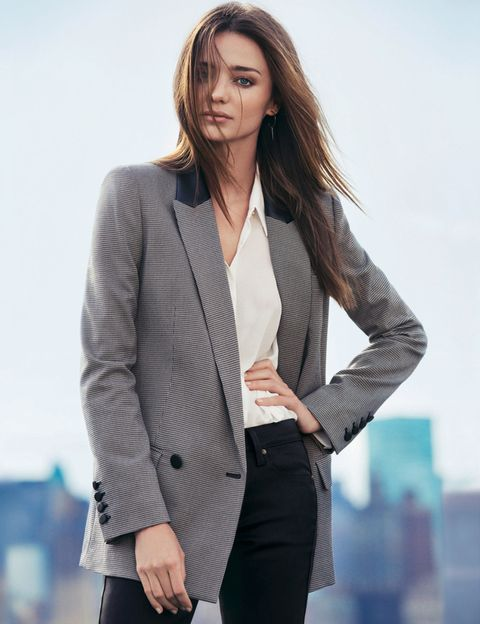 <p>Sencillo y elegante este look en el que fichamos el blazer con detalles de piel.&nbsp&#x3B;</p>
