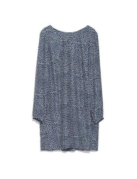 <p>Vestido con print <strong>de Zara, 29,95 €.</strong></p>