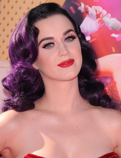 <p><strong>Katy Perry</strong> es ya toda una veterana en colores llamativos para el pelo. Uno de nuestros favoritos es este tono violeta.</p>