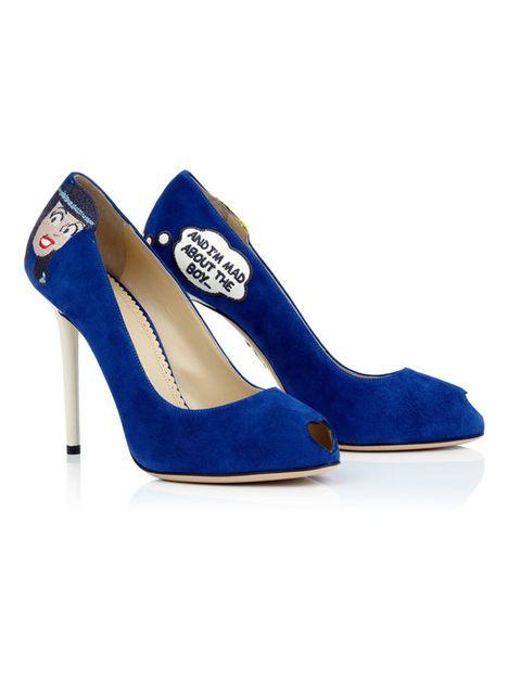 <p>Peep-toes en tono azul klein con la ranura delantera en forma de corazón y motivos del personaje más clásico de este cómic estadounidense, Verónica.</p>