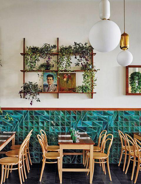 <p>La pasión de Carlos Zamora –dueño del grupo Deluz &amp; Cía– por la cocina italiana le ha llevado a abrir este restaurante con productos y recetas slow good importadas del país alpino. La pasta fresca y los salumi son de mamma mia!</p><p><strong>Calderón de la Barca, 9, Santander, tel. 942 21 21 68. Precio medio: 30 €.</strong></p>