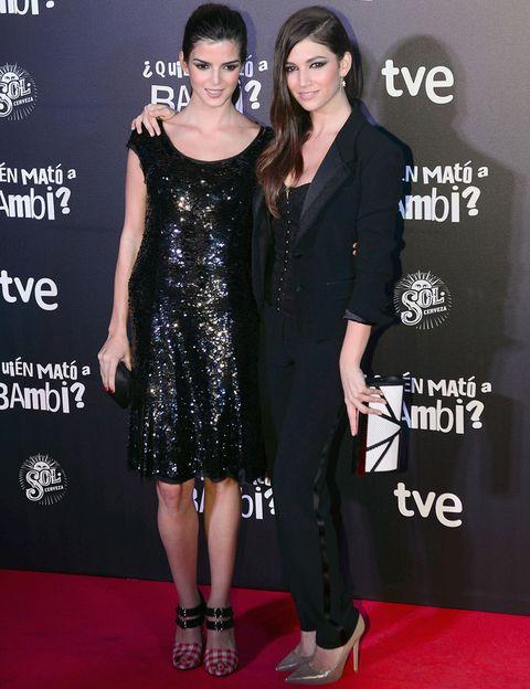 <p>En la premiere de Barcelona las dos coincidieron al elegir el negro, Clara con un minivestido de paillettes y Úrsula con un tuxedo. Ambas marcaron la diferencia con sus accesorios.&nbsp;</p>
