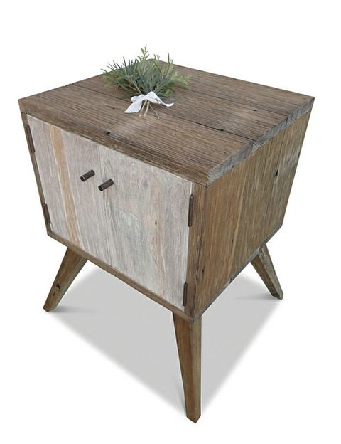 """<p>Mesita <i>Eco Recycled,</i> 415 €, en <a href=""""https://ghify.com/collections/bedside-tables"""" title=""""ghify.com"""" target=""""_blank"""">ghify.com</a></p>"""