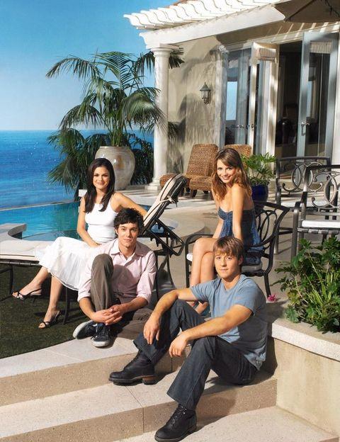 <p>Aunque la serie se desarrollaba en el condado de Orange (de ahí su nombre: O.C.), en realidad la casa está ubicada en Malibú beach. En la imagen, los protagonistas: de izda. a dcha., Rachel Bilson, Mischa Barton, Adam Brody y Benjamin McKenzie.</p>