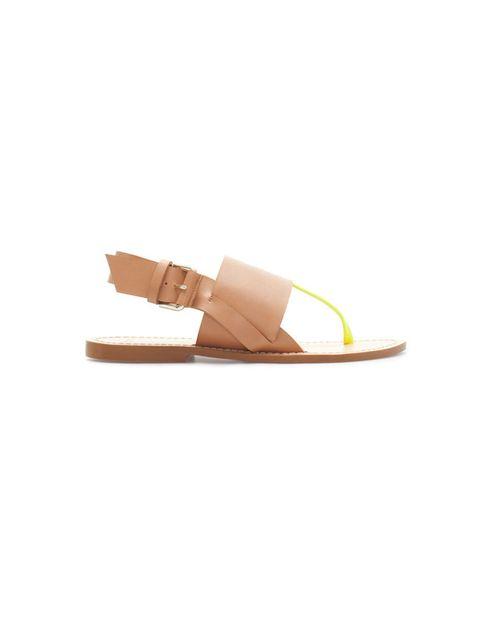 <p>Sandalias planas con tira flúor, de <strong>Zara</strong>, 19,99 €.</p>