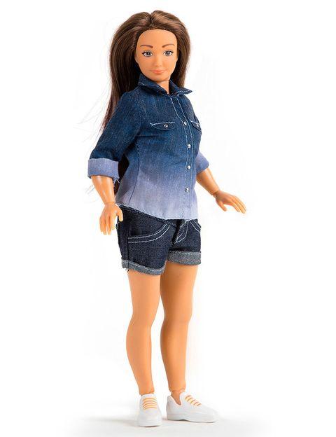 """<p>A raíz del estudio sobre las medidas irreales de Barbie, el artista Nickolay Lamm decidió elaborar el prototipo de una muñeca con un aspecto dentro de lo humanamente posible. El resultado fue <a href=""""http://lammily.com"""" target=""""_blank"""">Lammily</a>, que vendió la friolera de 19.000 unidades en su primera tirada a través de una página de 'crowdfunding'.</p>"""