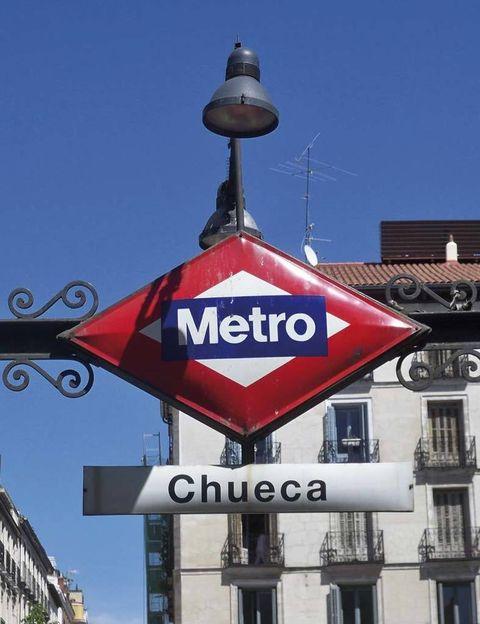 <p>«Chueca, donde tengo mi estudio. El Mercado de San Antón un sábado a mediodía para tomar una copa. El Café Libertad 8, donde aprendí la mayor parte de lo que uso para tocar en vivo. El Café Berlín para escuchar música por la noche. El Cardamomo para los trasnoches flamencos». </p>