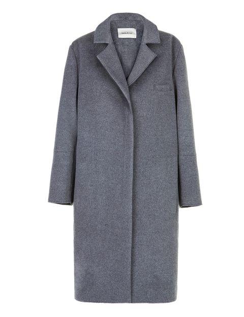 <p>Abrigo de corte masculino en tono gris oscuro, de <strong>Bimba y Lola</strong>(antes: 250 €; ahora: 75 €).</p>