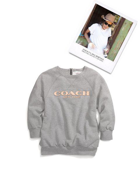 <p>La Directora Creativa y de Moda elige esta sudadera de <strong>Coach</strong>&nbsp;entre sus 'must' de temporada.</p>