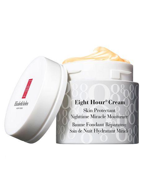 <p>'Nighttime Miracle Moisturizer' (39 €), de <strong>Elizabeth Arden</strong>. Con un relajante aroma a lavanda, hidrata la piel en profundidad, la calma y la suaviza.</p>
