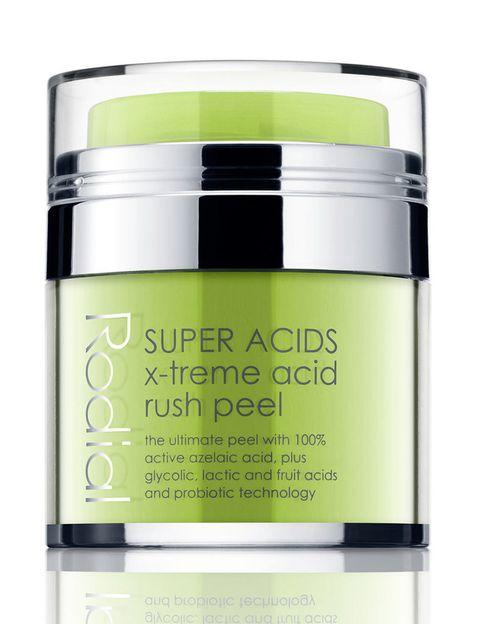 """<p><strong>Super Acids X-Treme Acid Rush Peel </strong>de<strong> Rodial</strong> (85,50 €) contiene <strong>ácido azeláico</strong>, un potente<strong> anti acné</strong> además de ser usado para fines médicos.</p><p>Este ingrediente combinado con ácido glicólico, y otros de frutas efectúa un <strong>peeling completo</strong> dejando actuar una pequeña cantidad del producto sobre la piel entre 10 y 15 minutos. Disponible en <a href=""""https://perfumeriatucuidado.com/es/catalogo_detalle.php?nar1=415&amp;var1=Super%20Acids%20X-Treme%20Acid%20Rush%20Peel&amp;var2=Facial%20-%20Peeling%20facial/exfoliantes"""" target=""""_blank"""">Perfumería Tu Cuidado</a>.&nbsp;</p><p>Para pieles con tendencia a los granitos.&nbsp;</p>"""