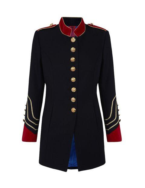 <p>Sus chaquetas son famosas mundialmente, reconocibles por su estilo militar deluxe.</p>
