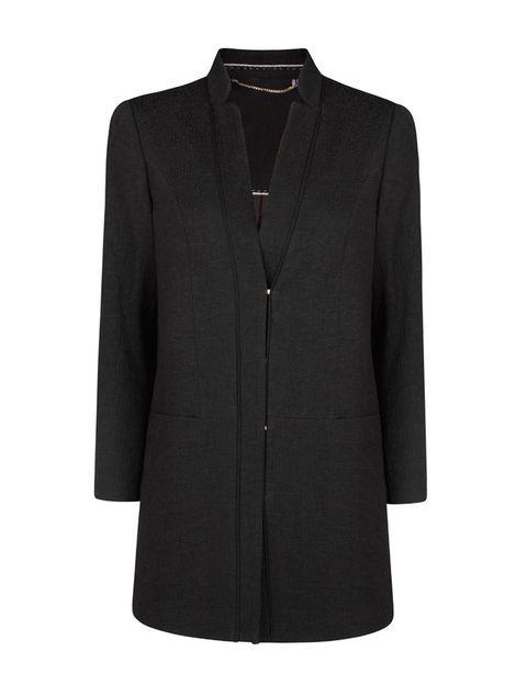 <p>De plena tendencia, un abrigo masculino de jacquard, que cuesta 99,99 €.</p>