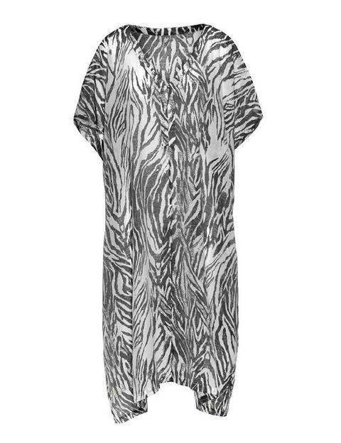<p>Otro de los imprescindibles de la colección '<strong>Conscious</strong>' es este caftán de corte holgado con estampado artesanal de cebra.</p>