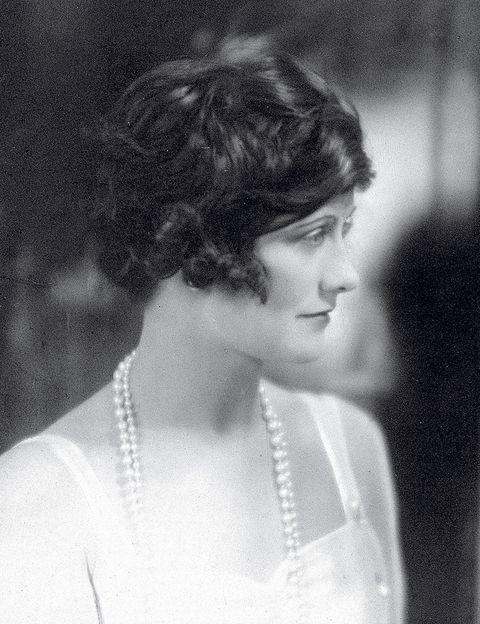 <p><strong>&quot;No existen mujeres feas, sólo mujeres que no saben arreglarse&quot;</strong>. Coco Chanel creía que en cada mujer había potencial para deslumbrar y verse bella. También realizó afirmaciones tan directas como <strong>&quot;Una mujer tiene la edad que se merece&quot;.</strong> </p>
