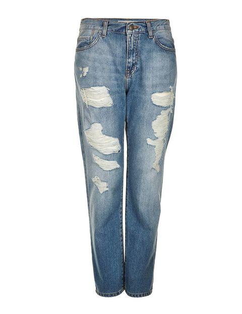 <p>¿Quién no tiene ya un pantalón vaquero 'boyfriend'? Si aún no te has hecho con esta adquisición, te proponemos este modelo desgastado de <strong>Topshop</strong> (59 €).</p>