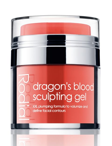 <p><strong>Dragon's blood Sculpting</strong> gel de <strong>Rodial</strong>. Redefine el óvalo facial y le da volumen (85 €).</p>