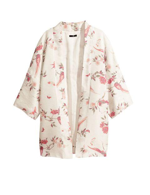 <p>Queremos todos los kimonos de <strong>H&amp&#x3B;M</strong>, y seguro que van a volar de las perchas, <strong>Cuesta 39,95 €.</strong></p>