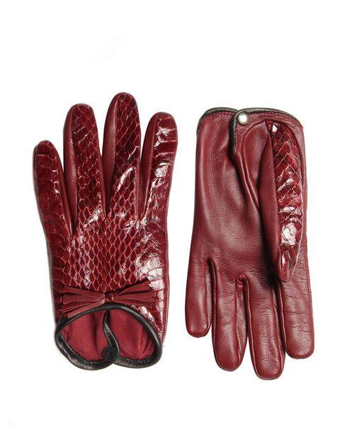 <p>Guantes cortos de piel combinado con piezas en piel de serpiente, de <strong>Hoss Intropia</strong> (98 €).</p>