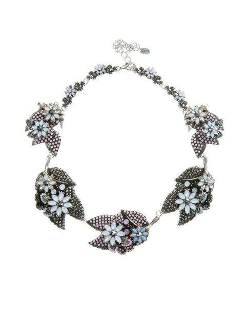 <p>Con motivos floreados, de <strong>Zara.</strong></p>