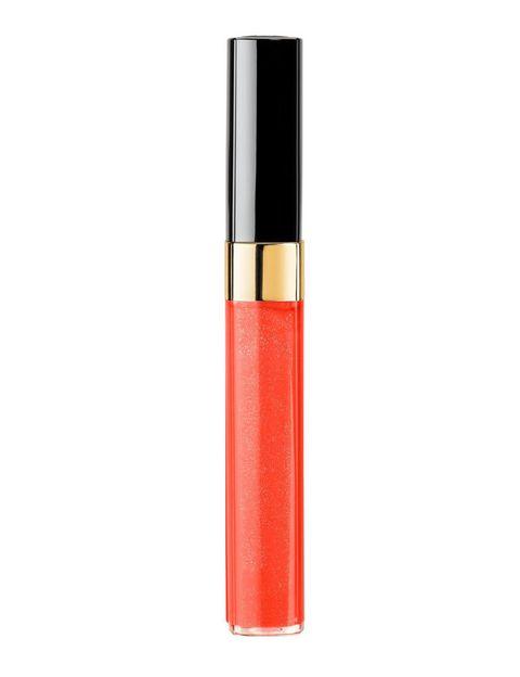 <p>'Lèvres Scintillantes' (27,50 €), <i>gloss</i> de <strong>Chanel</strong>. En el tono 'Calypso', naranja intenso.</p>