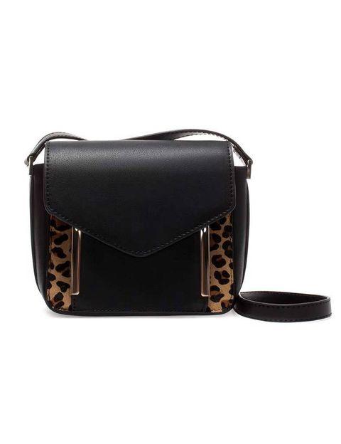 <p>Con 'print' de leopardo, de <strong>Zara.</strong></p>