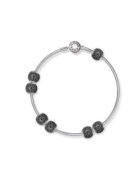 <p>Inspirado en el motivo de Mandala, un símbolo ancestral que representa la meditación, el bienestar, y la conciencia del mundo que te rodea.</p>