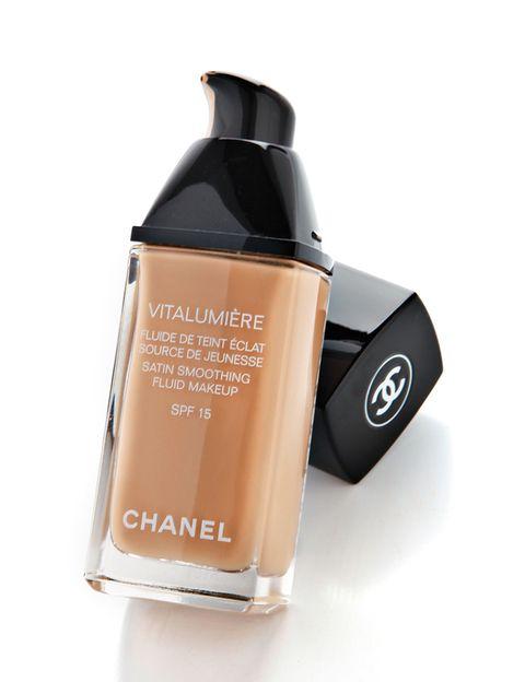 <p><strong>Vitalumière</strong> de <strong>Chanel</strong>. Muy hidratante, para cutis cansado (41 €).</p>