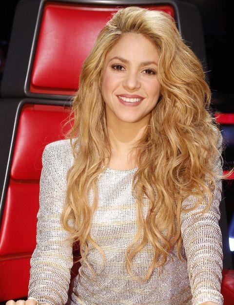 <p> Seu primeiro sobrenome é de origem libanesa e o segundo catalão, embora ela seja colombiana de nascimento. Ela decidiu manter seu primeiro nome, '<strong> Shakira </strong>', que significa grata. & Nbsp; </p>