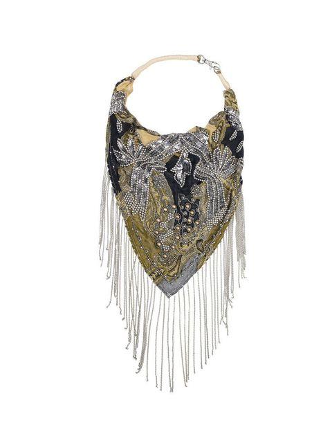 <p>Original y diferente este collar pañuelo de&nbsp;<strong>Zara</strong> que queremos conseguir como sea.</p>