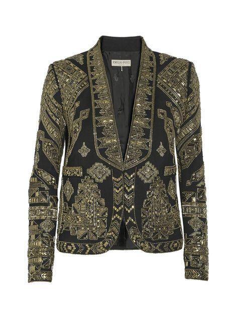 <p>Contágiate de las vibraciones 'glam rock' de los setenta con esta 'blazer' con solapas de esmoquin de <strong>Emilio Pucci</strong>. En lana y sarga de seda, y con más de 3.000 cuentas bordadas, revivirás con ritmo aquellos años dorados.</p>