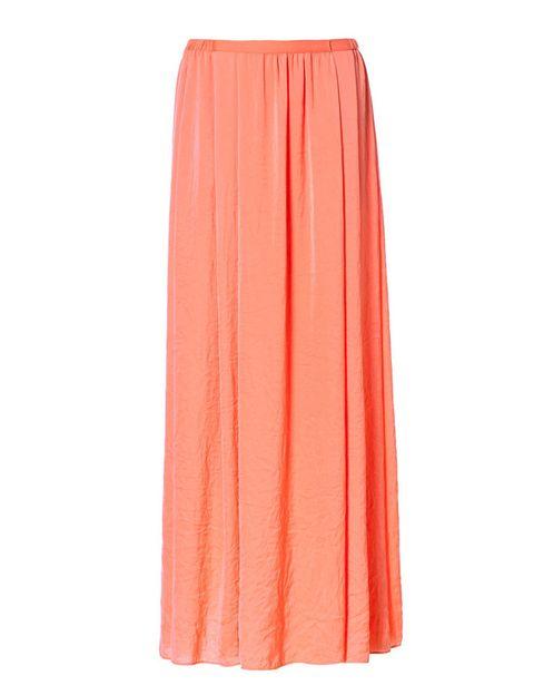 <p>Falda larga plisada en un tono coral precioso. Una de las mejores opciones para ir cómoda, y con mucho estilo. De <strong>Zara.</strong></p>