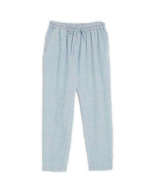 <p>Pantalones harem azules de<strong>Mango</strong>, 29,99 €.</p>