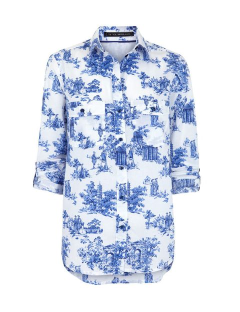 <p>El estampado de porcelana china en esta camisa <strong>de Suiteblanco (25,99 €).</strong></p>