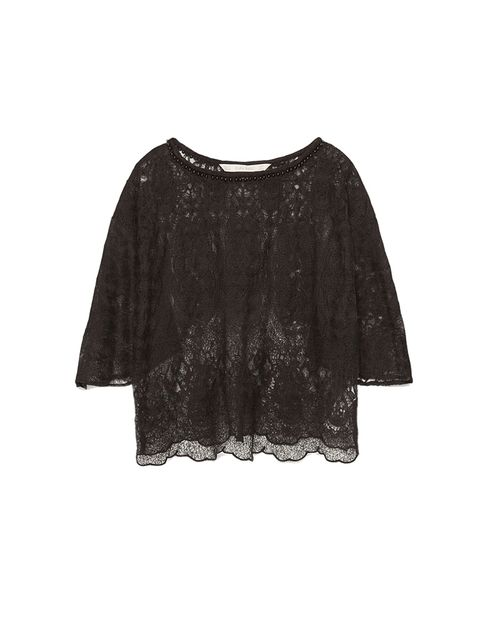 <p>Crop top de encaje de Zara, 25,95 €.</p>