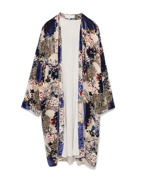 <p>Kimono de flores de Zara, 49,95 €.</p>