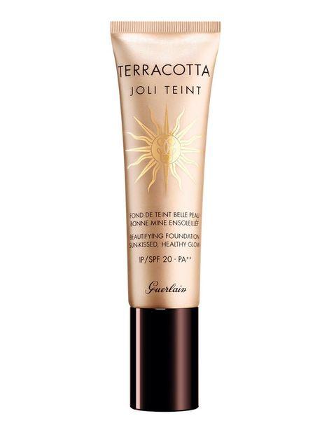 <p>'Terracotta Joli Teint' (48,70 €), base 'tono saludable', ligera y con SPF 20. Con vitamina C para potenciar la luminosidad. De <strong>Guerlain</strong>.</p>