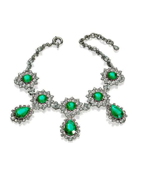 <p>Collar de Anna Dello Russo para H&amp;M con piedras verdes (39,95 euros).</p>