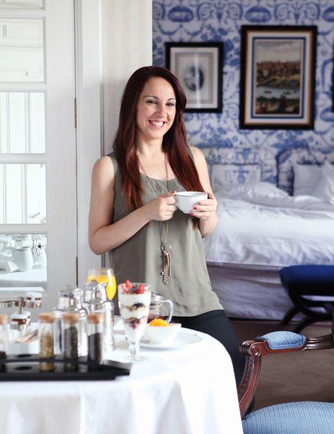 """<p>Con la sonrisa permanente en la cara, Nuria y su amiga disfrutaron de &quot;un desayuno 10 que nos hizo empezar muy bien el día&quot;, dice.</p><p>La madrileña, que ganó gracias a su receta 'de '<a href=""""http://www.elle.es/belleza/cuidarse-es-un-placer/nivea-cacao-y-miel-ganadoras"""" target=""""_blank"""">mousse de yogur con miel y chufa</a>', disfrutó de un zumo de naranja natural, tortitas con miel de arce y frutos del bosque o muesli con yogurt natural bajo en calorías y trocitos de plátano y frutos secos, entre otros platos que les sirvieron a primera hora de la mañana.&nbsp;</p><p>&nbsp;</p>"""