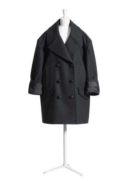 <p>Sencillo y elegante, un chaquetón marinero siempre es tendencia.</p>