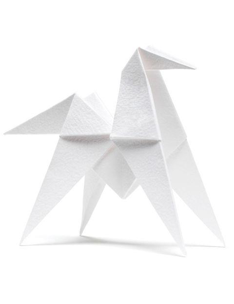 <p>Caballo de origami perfumado (62 €/ 4 unidades), de <strong>Hermès</strong>.</p>