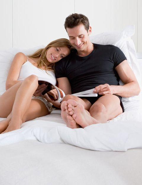 """<p>Según un estudio realizado en la Universidad de Massachusets realizado con 500 personas, <strong>un 57% de mujeres admitió no llegar al orgasmo</strong>. A raíz de este estudio los investigadores Sheree Conrad y Michael Milburn, acuñaron el término de inteligencia sexual en 2002 y escribieron un libro con el mismo nombre. Como dicen los autores de """"Inteligencia Sexual"""", <strong>""""ser sexualmente inteligente depende de habilidades que las personas pueden adquirir</strong>, desarrollar y dominar con el tiempo"""". El profesor de la Universidad de Harvard, Howard Gardner, distinguió hasta ocho tipos de inteligencia y tiró por tierra la teoría de que ésta es innata e inamovible. Así, la inteligencia erótica no está reservada a unos pocos, todo el mundo puede potenciarla.</p>"""