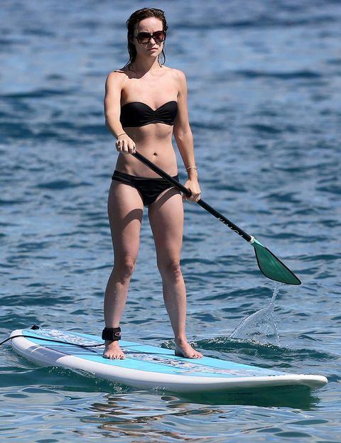 <p>Atrévete con el Paddle Surf como Olivia Wilde. La actriz sabe como mantenerse en forma. <strong>¿Conocéis este deporte?</strong> Se puso muy de moda hace unos años y su fama no ha dejado de crecer gracias a los resultados que se obtienen. <strong>Fortalece brazos, piernas, glúteos, abdomen y pone a prueba tu equilibrio</strong>. ¿Qué más se puede pedir?</p>