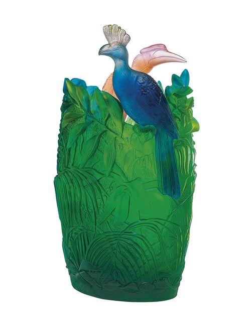<p>El jarrón Jungle, 60 cm, nos transporta a un universo de frondosa vegetación y colores vibrantes.Edición limitada99 ejemplares. De<strong> Daum.</strong> </p>